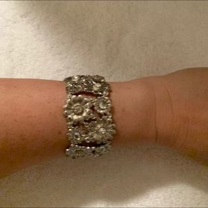 Jewelry - Silver floral bangle bracelet